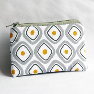 Square fried eggs purse